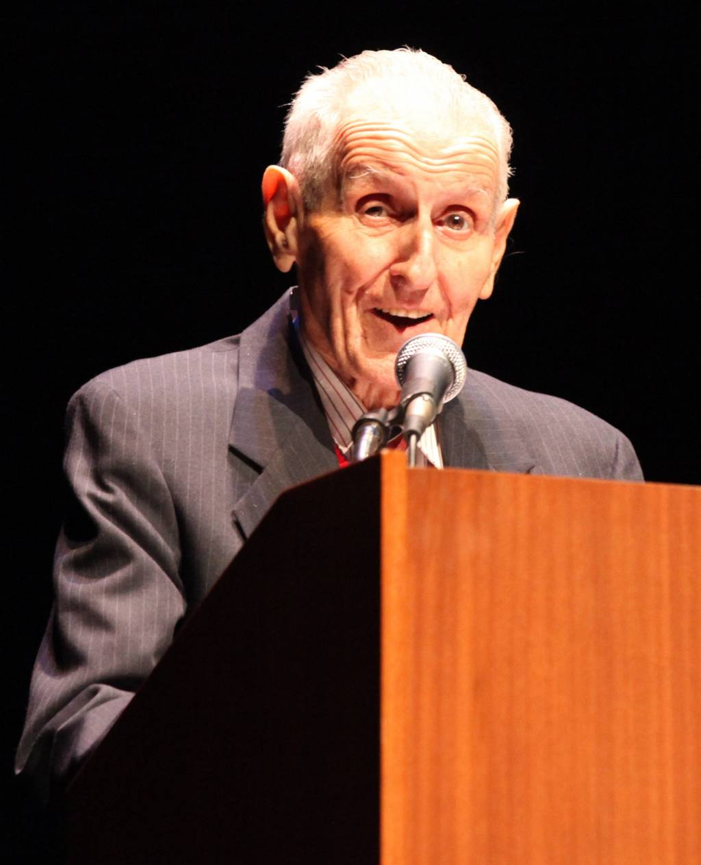 an analysis of jack kevorkian aspects of physician assisted suicide Jack kevorkian attended the university of michigan and in 1952 graduated from  the  to the medical profession about its need to confront troubling ethical issues  physician-assisted suicide, legalized in the netherlands in february 1993, was.