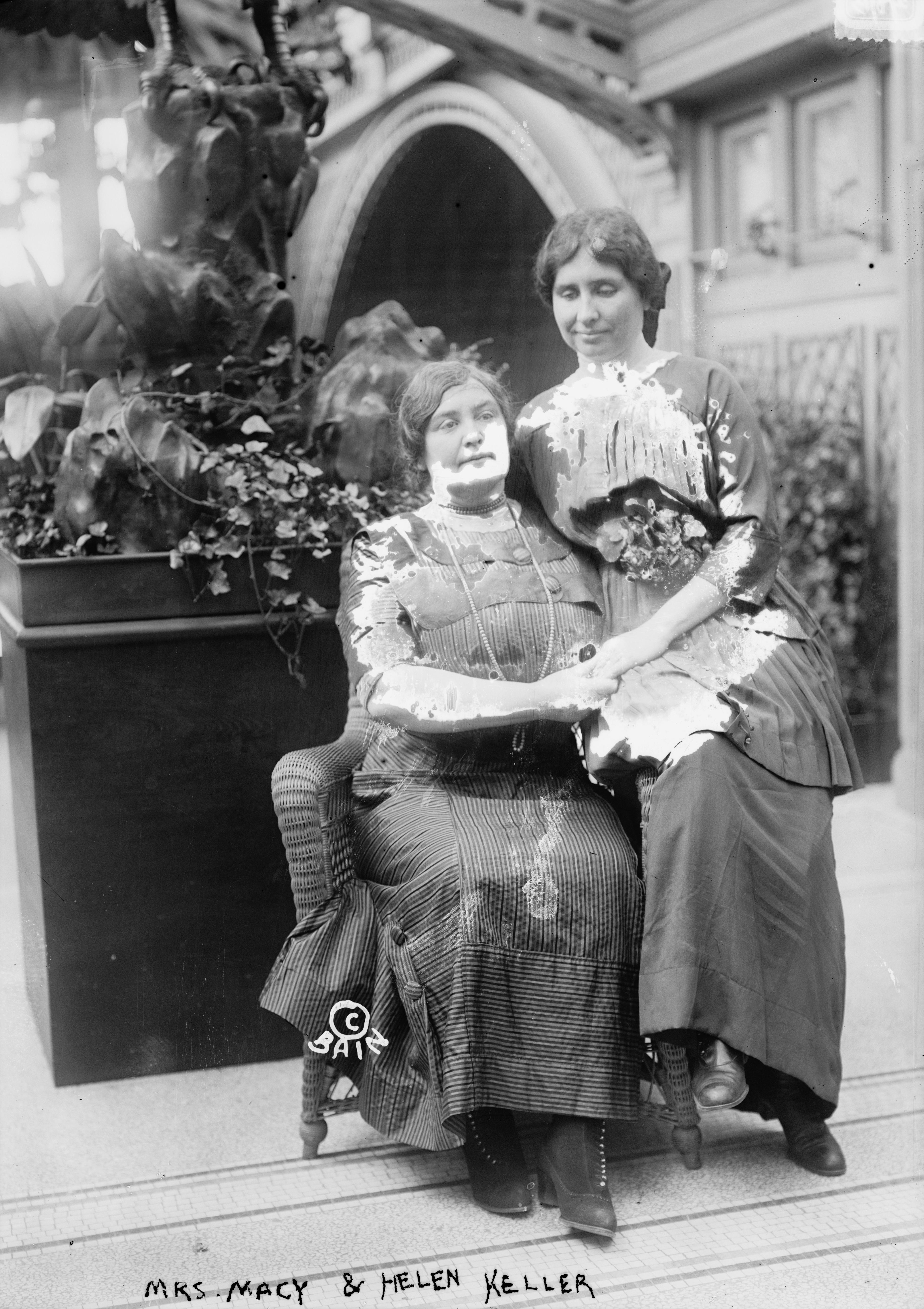 a history of annie sullivan the teacher of helen keller The my hero project has been using media to but a devoted friend to helen keller anne sullivan is someone anne sullivan - teacher to helen keller about.