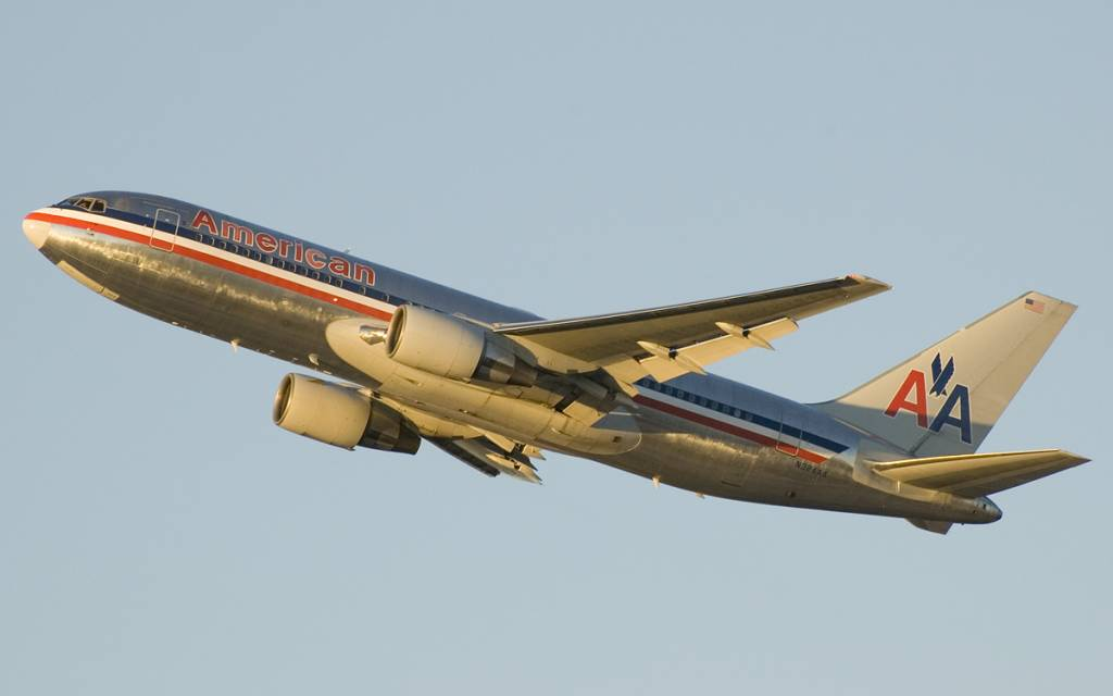 american airlines flight essay Several flight attendants for american, the world's largest airline, had  flight  attendant named hunt palmquist published an essay on the.