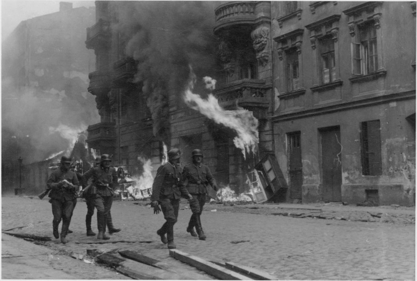 Life In The Warsaw Ghetto Essay – 221530