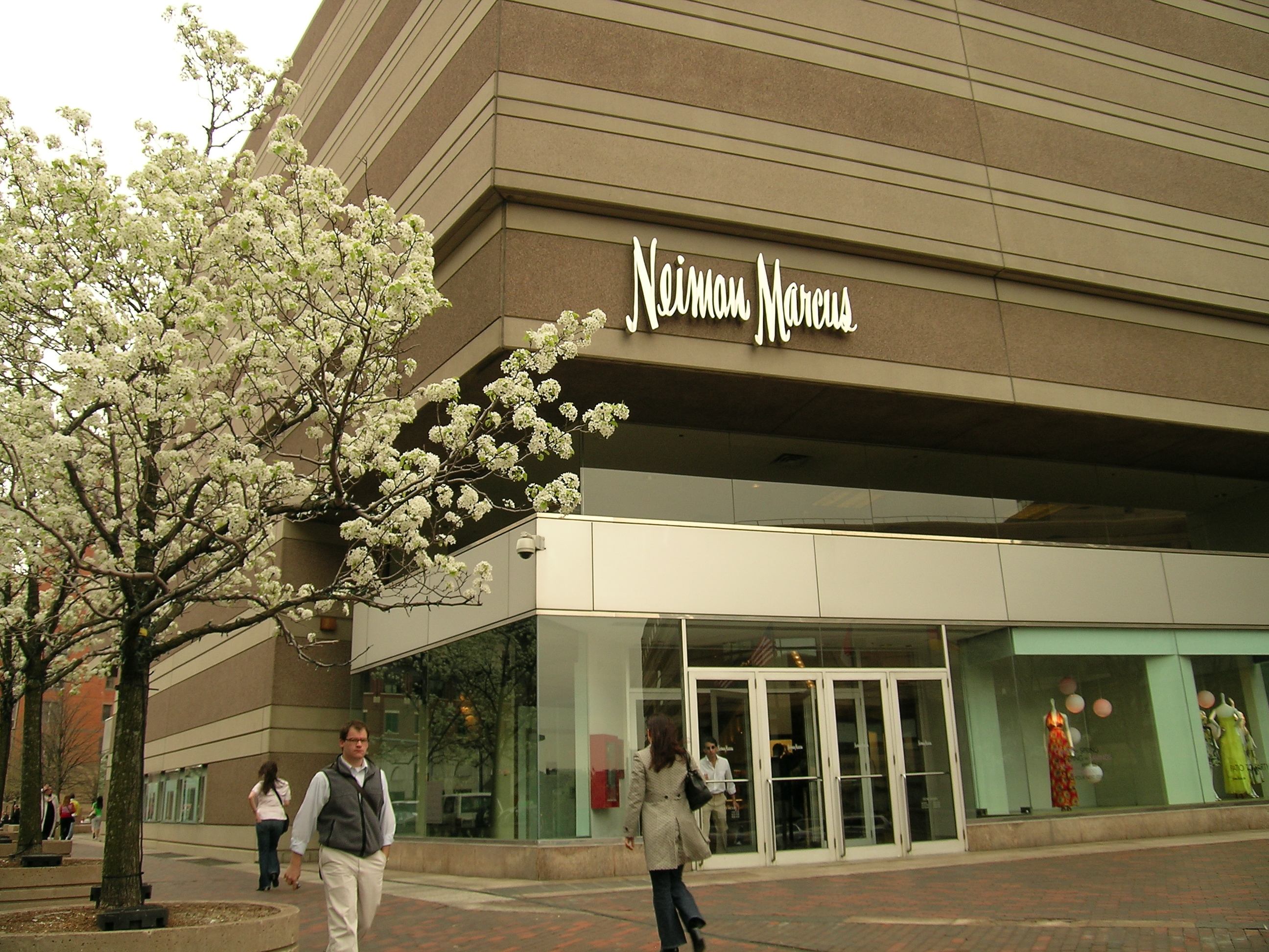 research the fame of neiman marcus essay Find the neiman marcus mission statement, and research all the relevant (and  irrelevant) information that has made neiman marcus one of the.