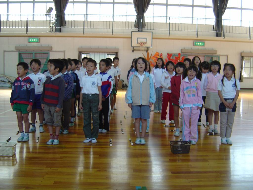 question should school start later for high school students students singing in a gym at a ese elementary school