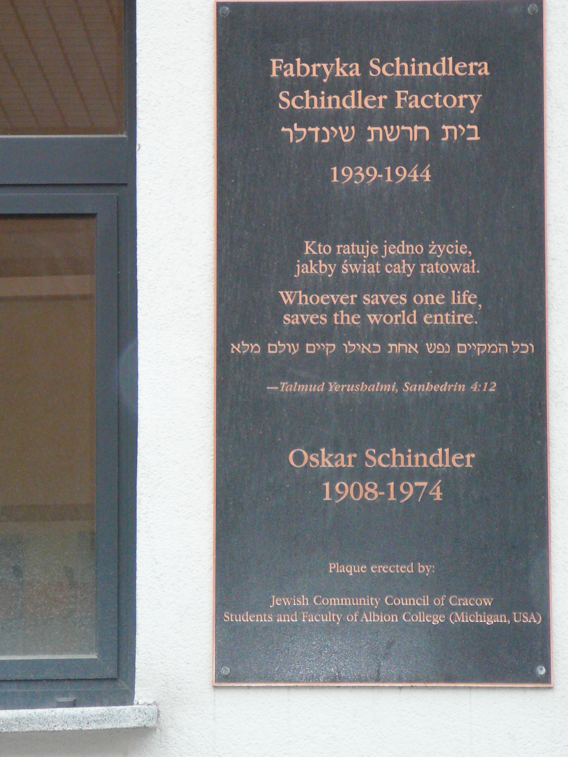 schindler s list oskar schindler and amon goeth writework italiano targa commemorativa a cracovia all ingresso della fabbrica di oscar schindler