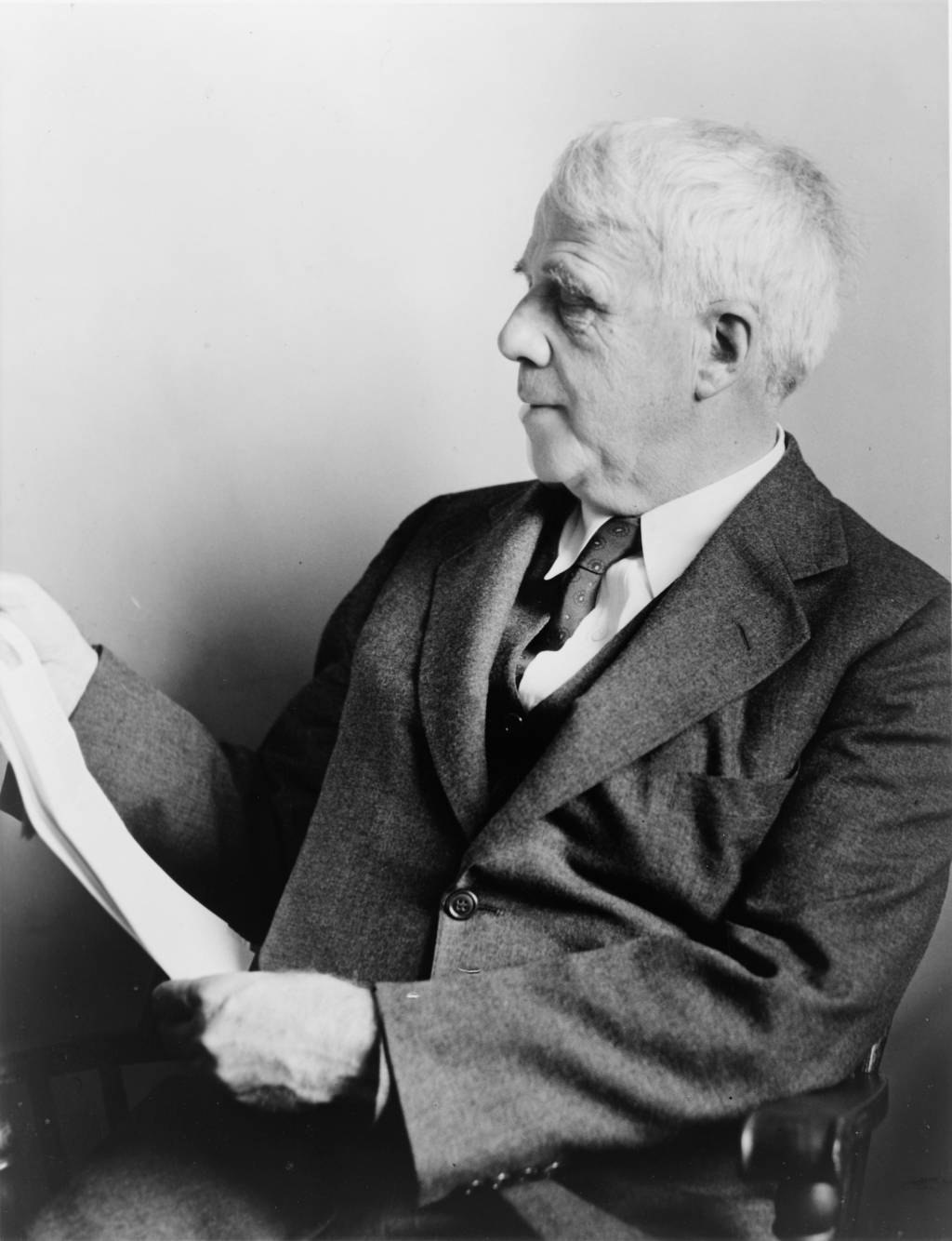 the portrayal of robert frosts life in his works Eliot's portrayal of life after  modernist works  not make the cover of vermont life in many of his poems, robert frost tackles this tension.