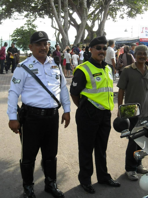 sir robert peel community policing