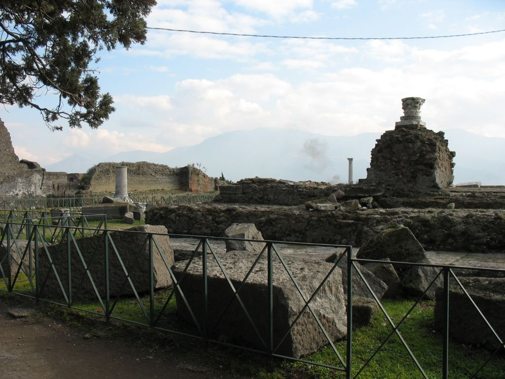 urban life in pompeii and herculaneum essay Street: urban life and society in pompeii, herculaneum, and rome  these  main sections are introduced by an initial essay that trains the.