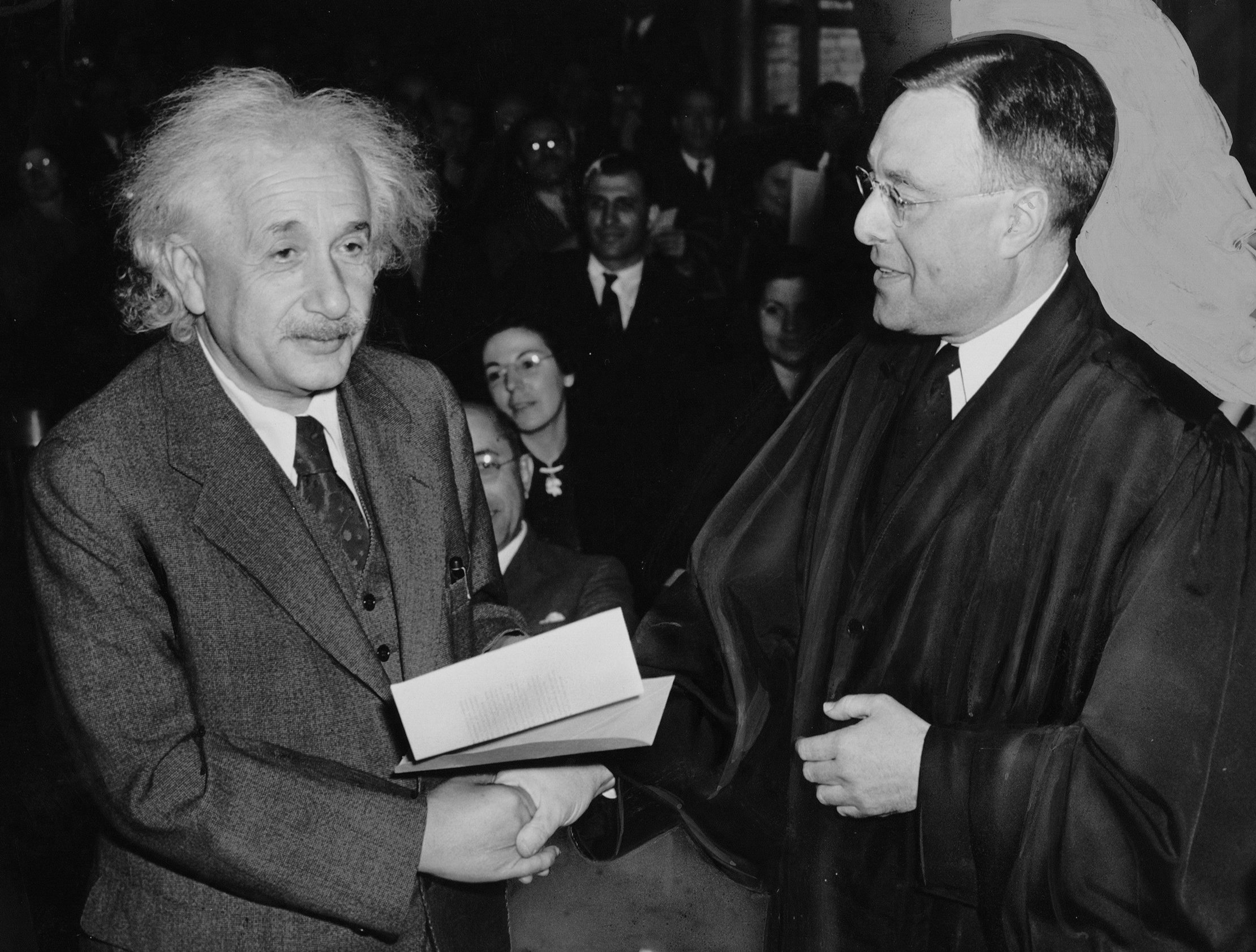 albert einstein writework english receiving from judge his certificate of american citizenship deutsch erhaumllt von richter