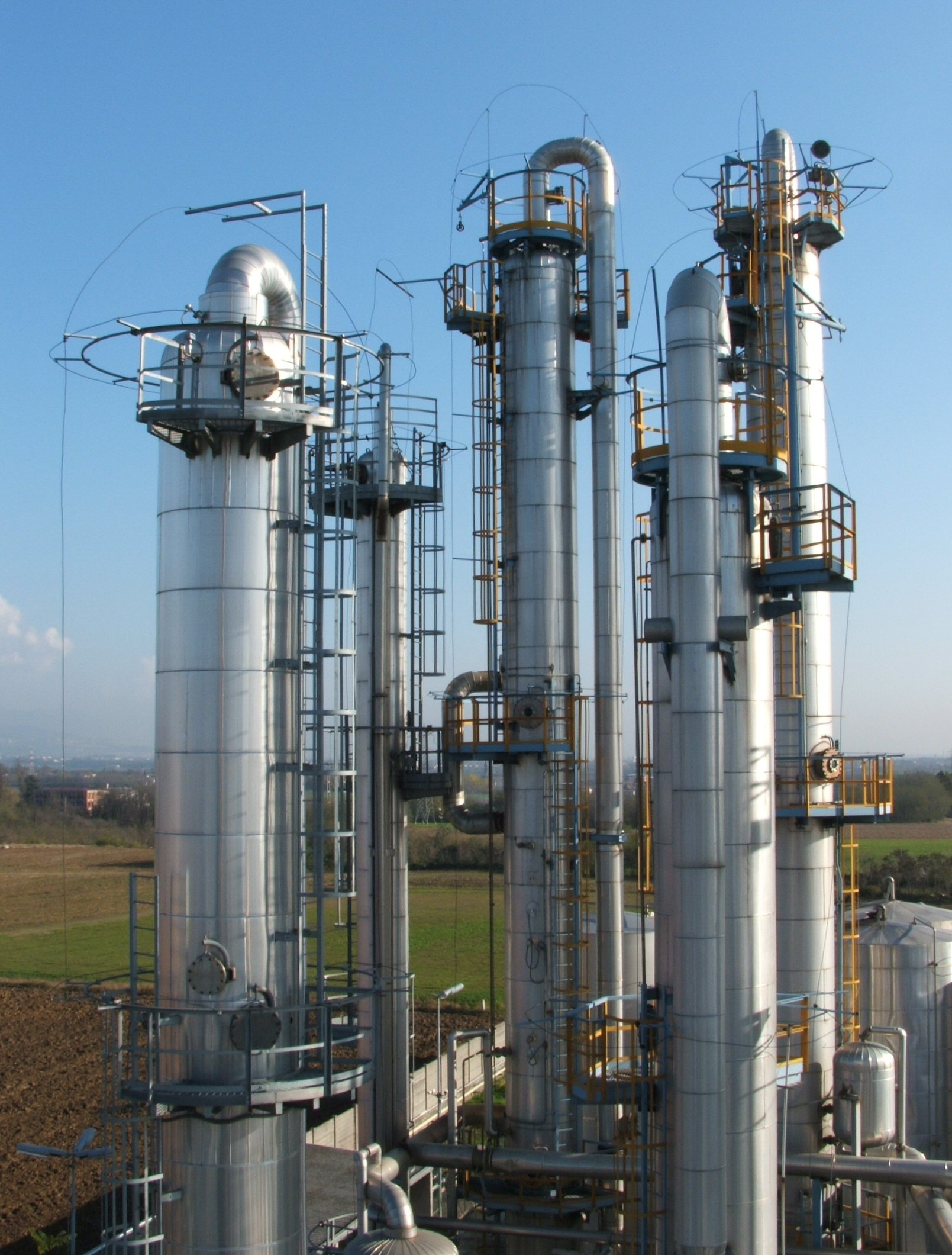 Seperating cyclohexane and toluene by distillation understanding