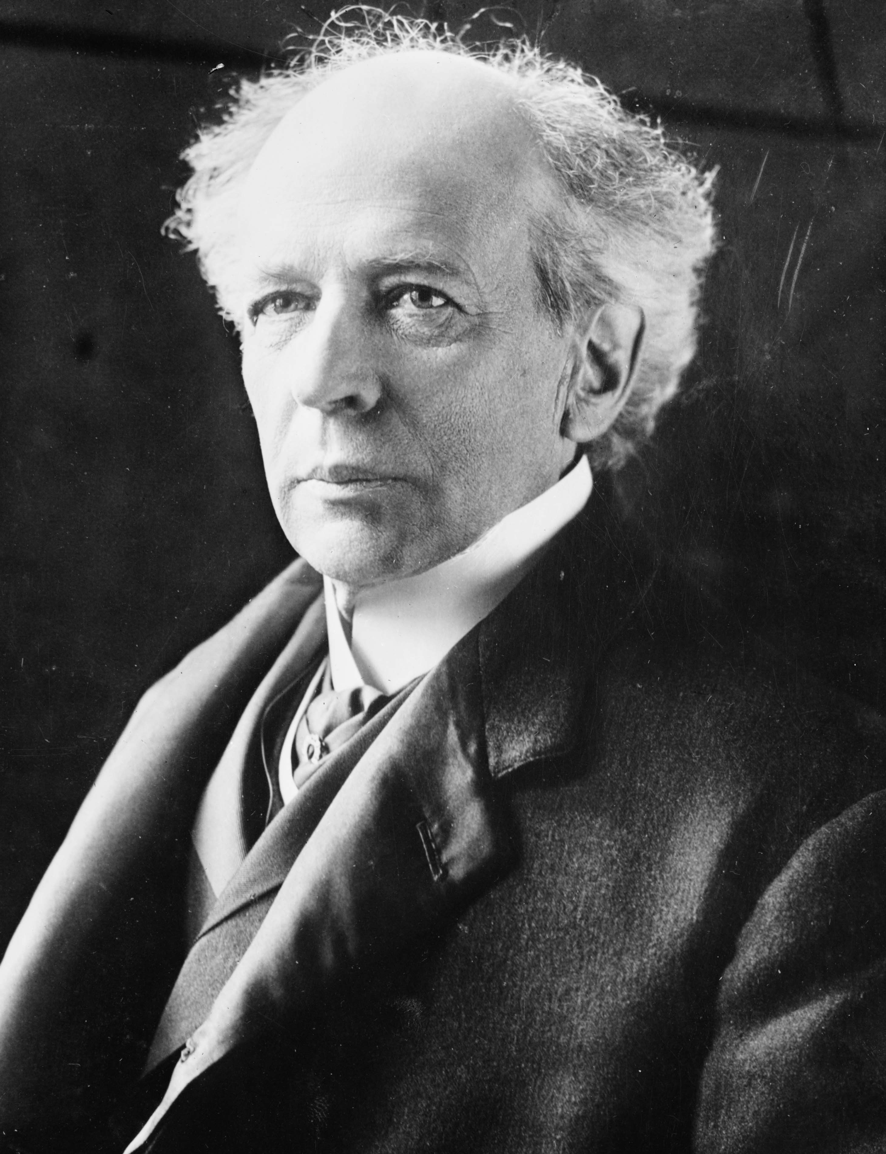 evaluation of sir wilfrid laurier essay Essay sir wilfrid laurier by ritchie rocha the first french canadian to become prime minister of canada was wilfrid laurier although french was his native tongue, he became a master of the english language.