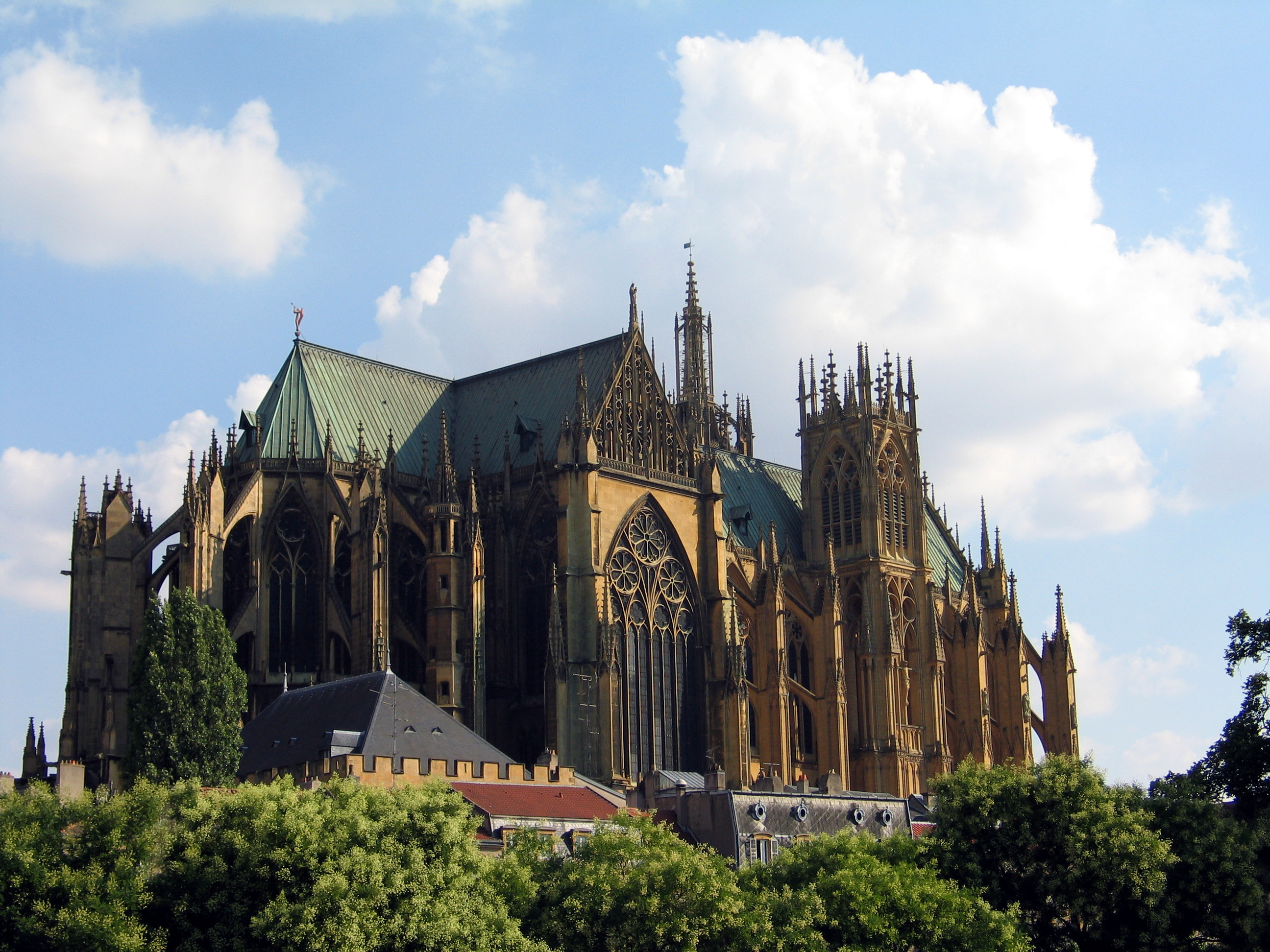 the cathedral by raymond carver is full of both imagery and  metz cathedral was governed by a provost