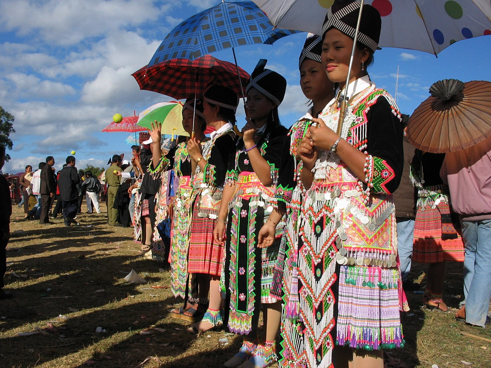 hmong people hmong culture hmong culture - essay The cia then turned to the hmong people for help during the vietnam war  the  hmong culture is rapidly dying out as hmong people begin to americanize.