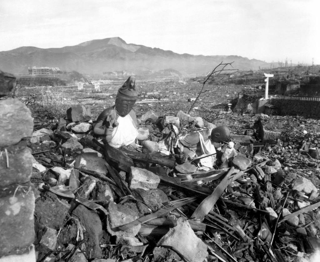 hiroshima nagasaki essay nuclear nightmares hiroshima and nagasaki  the immediate effects of the atomic bomb on hiroshima and nagasaki nagasaki 24 1945 6 weeks