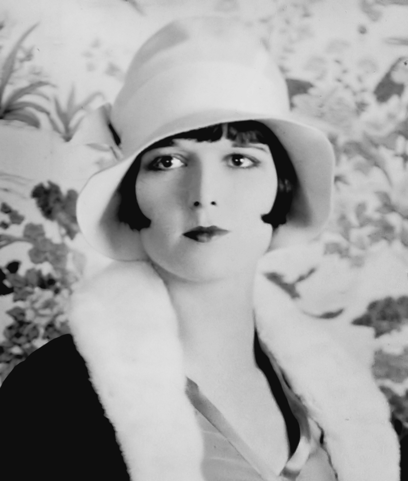This Is An Essay On Womens Fashion From The S Not Only Does  Actress Louise Brooks In  Wearing Bobbed Hair Under A Cloche Hat