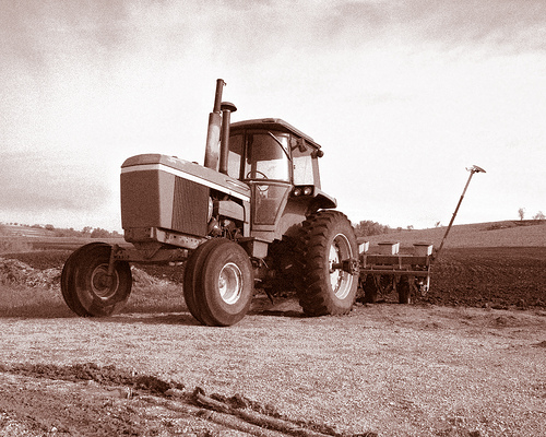 john deere tractor essay Ready to pitch in at a moment's notice, 1‐4 family compact utility tractors from  john deere are a treasured addition to those who work the land with a wide.
