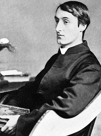 "spring and fall hopkins essay Poetry explication of ""spring & fall"", by gerard manley hopkins essay sample the poem ""spring and fall"" by gerard manley hopkins is a poem focusing on the brevity of life, and the grief that is felt in the hearts of all mankind throughout our lives."