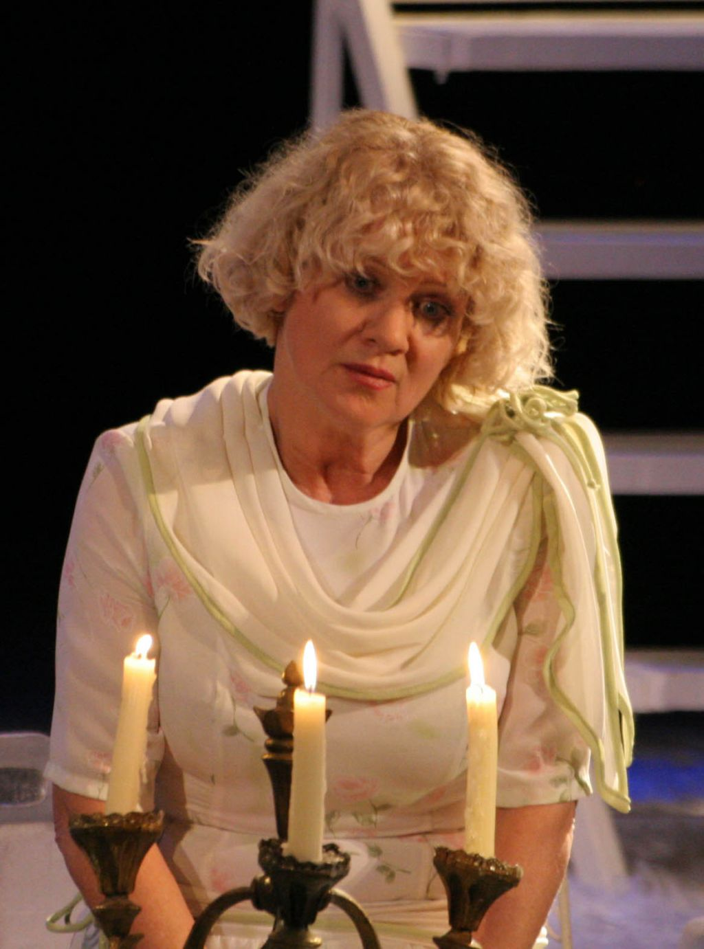 character reactions to entrapment in the glass menagerie
