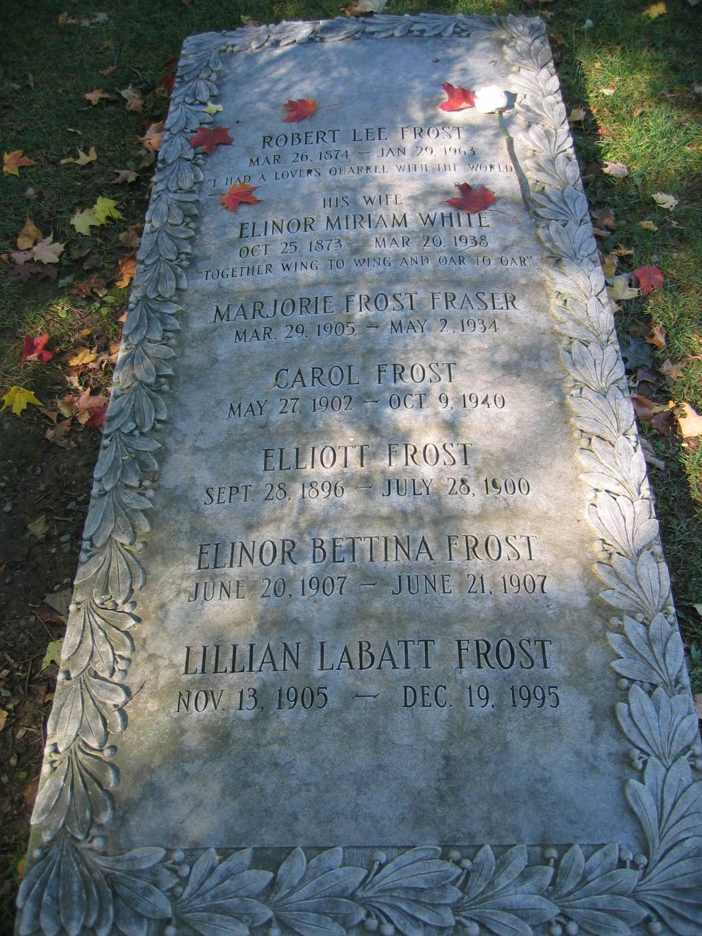 david helwig s haunted by lives unlived writework english the stone covering robert frost s family grave in bennington vermont usa