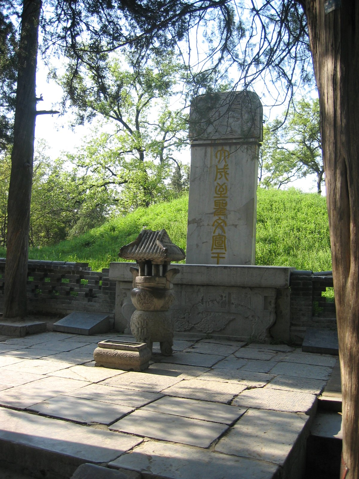 equilibrium and harmony is the core of the confucianism  photograph of the tomb of confucius in qufu shandong province picture taken