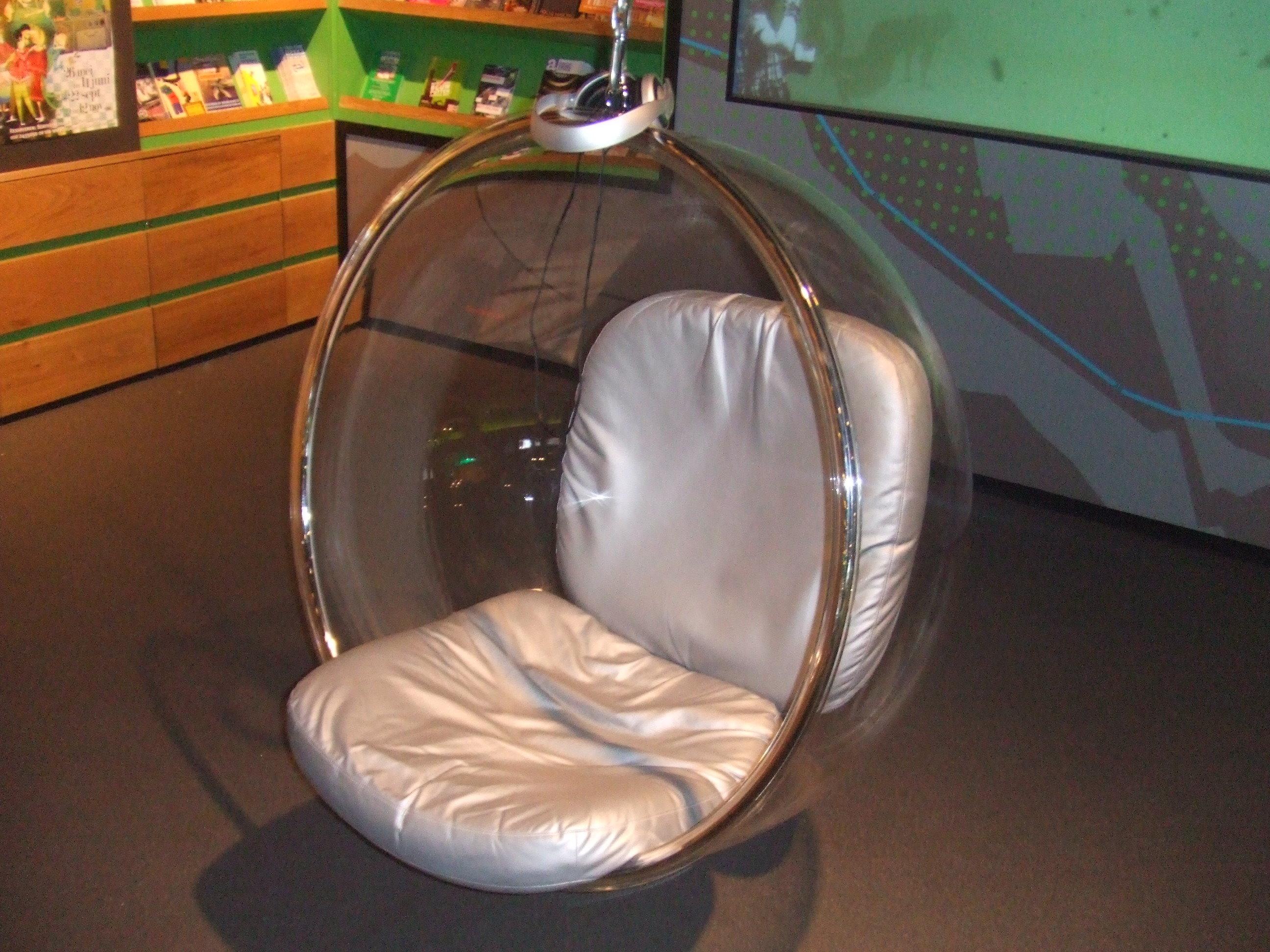 Bubble Chair Van Eero Aarnio, Gefotografeerd In De Centrale Bibliotheek  Rotterdam