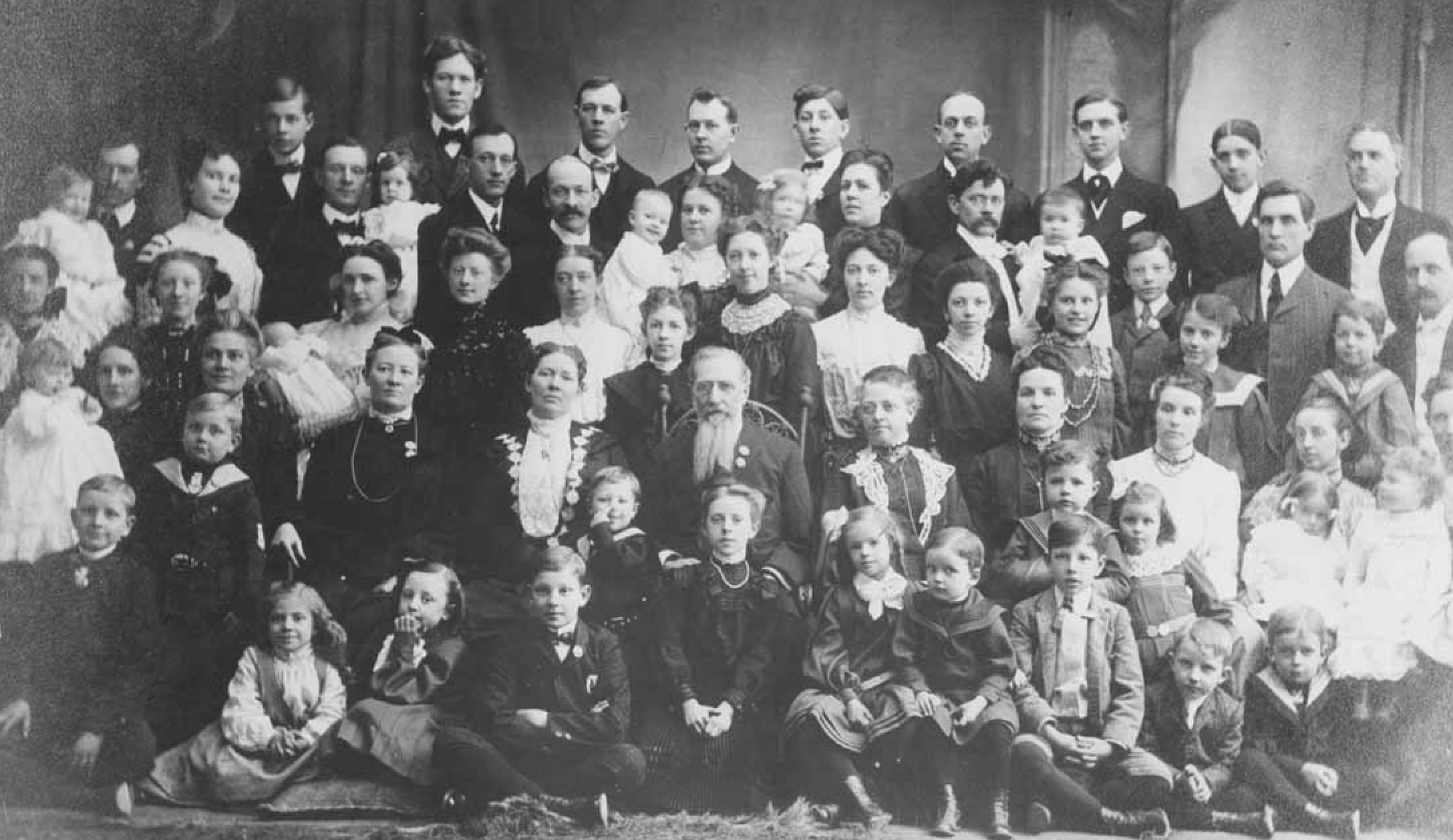 polygamy in today s society writework turn of the century photograph of the entire family of joseph f smith a