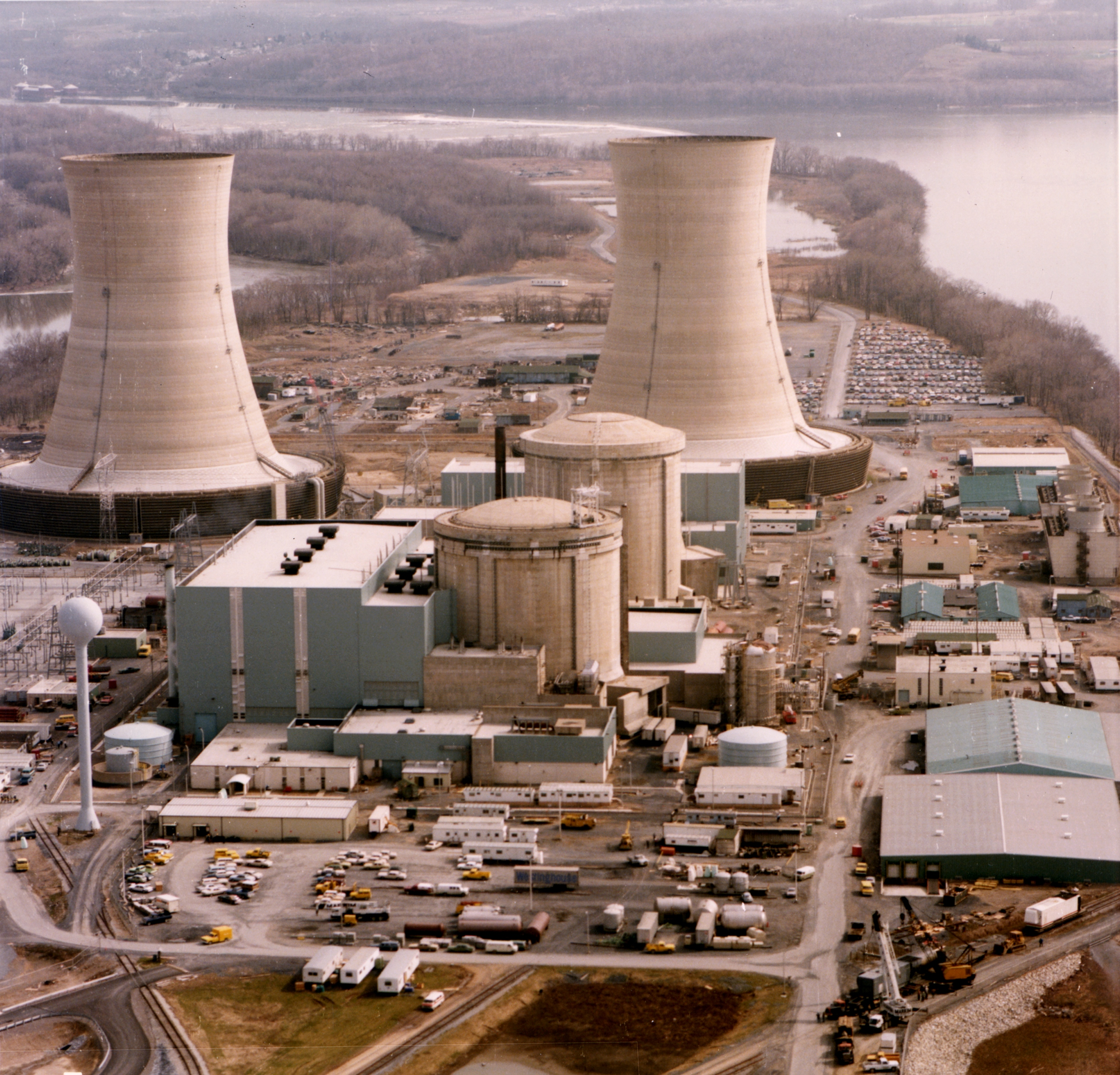 a description on how the reactor at three mile island works the chernobyl accident Approximate radiation intensity levels at different locations at chernobyl reactor three mile island works on the theme of the chernobyl accident.