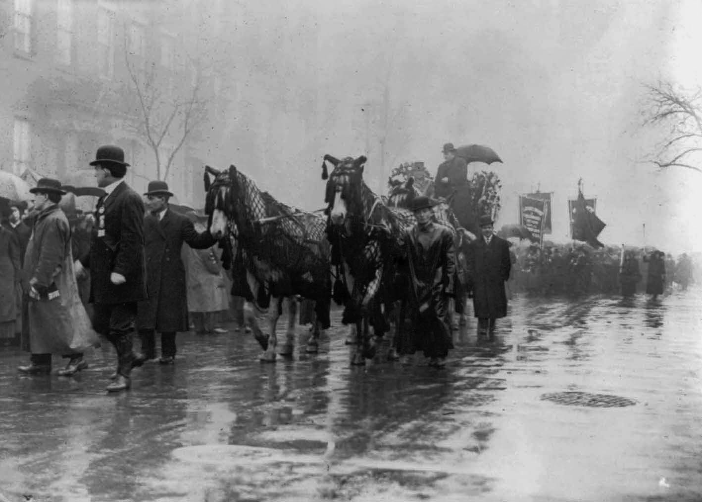 the triangle fire essay Triangle fire essay on a late saturday afternoon in the year 1911, a horrific fire began at the triangle shirtwaist factory in new york city in which over a hundred and thirty women died.