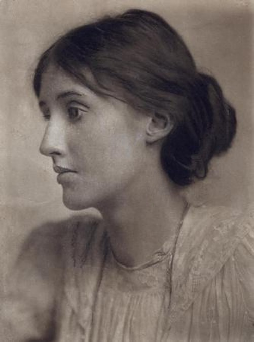 virginia woolf mrs. dalloway essay Thesis that virginia woolf's symbolism in mrs dalloway not only is a way to enrich the writing and create an added layer of interest, but is a vital part of the novel and that without the symbolism, communicating central views and ideas to the reader would not have been.