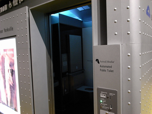 elevators should have restrooms Elevators, restrooms and telephones elevators provide convenient access to all passenger areas of the airport, including parking, ticketing, baggage claim, and the transfer level generally, if you see an escalator, there is an elevator nearby.