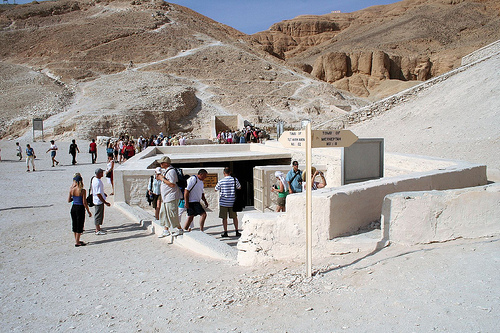 what tutankhamun s tomb reveals about new With reference to sources a, b, c and d and other archaeological evidence: explain what tutankhamun's tomb and its contents reveal about the role of a new kingdom.