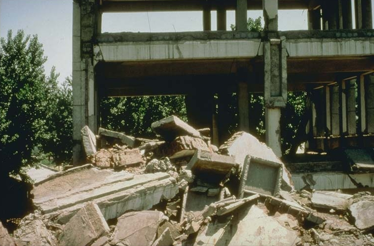 tangshan earthquake essays At 3:42 am, an earthquake measuring between 78 and 82 magnitude on the richter scale flattens tangshan, a chinese industrial city with a population of about one million people.