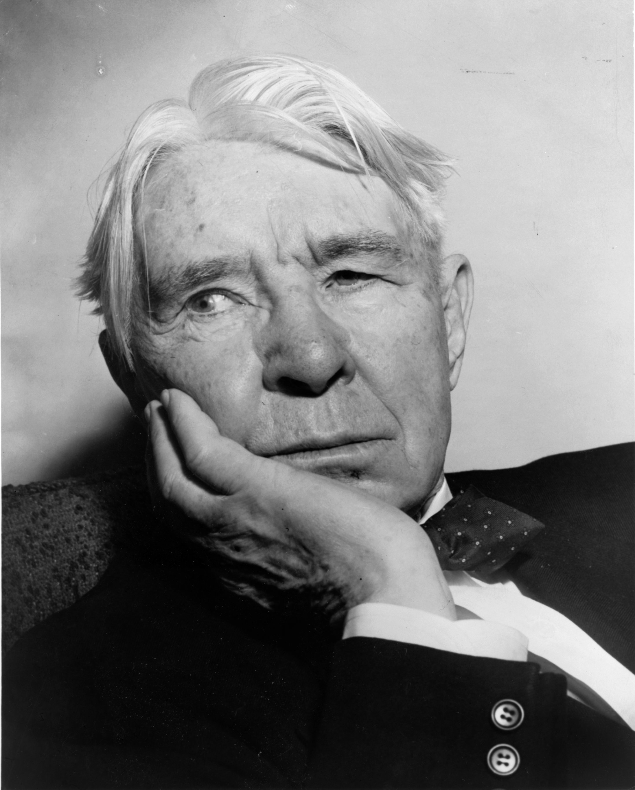 an analysis of carl sandburgs writing style and his poem jaws The style of sandburg helps bring out the meaning of his work by analyzing the different elements of carl sandburg s style, i am reading and understanding his poem in the poem jazz fantasia , carl sandburg uses sound devices, imagery, and personification, to put his message out their saying that music is apart of freedom to express another s.