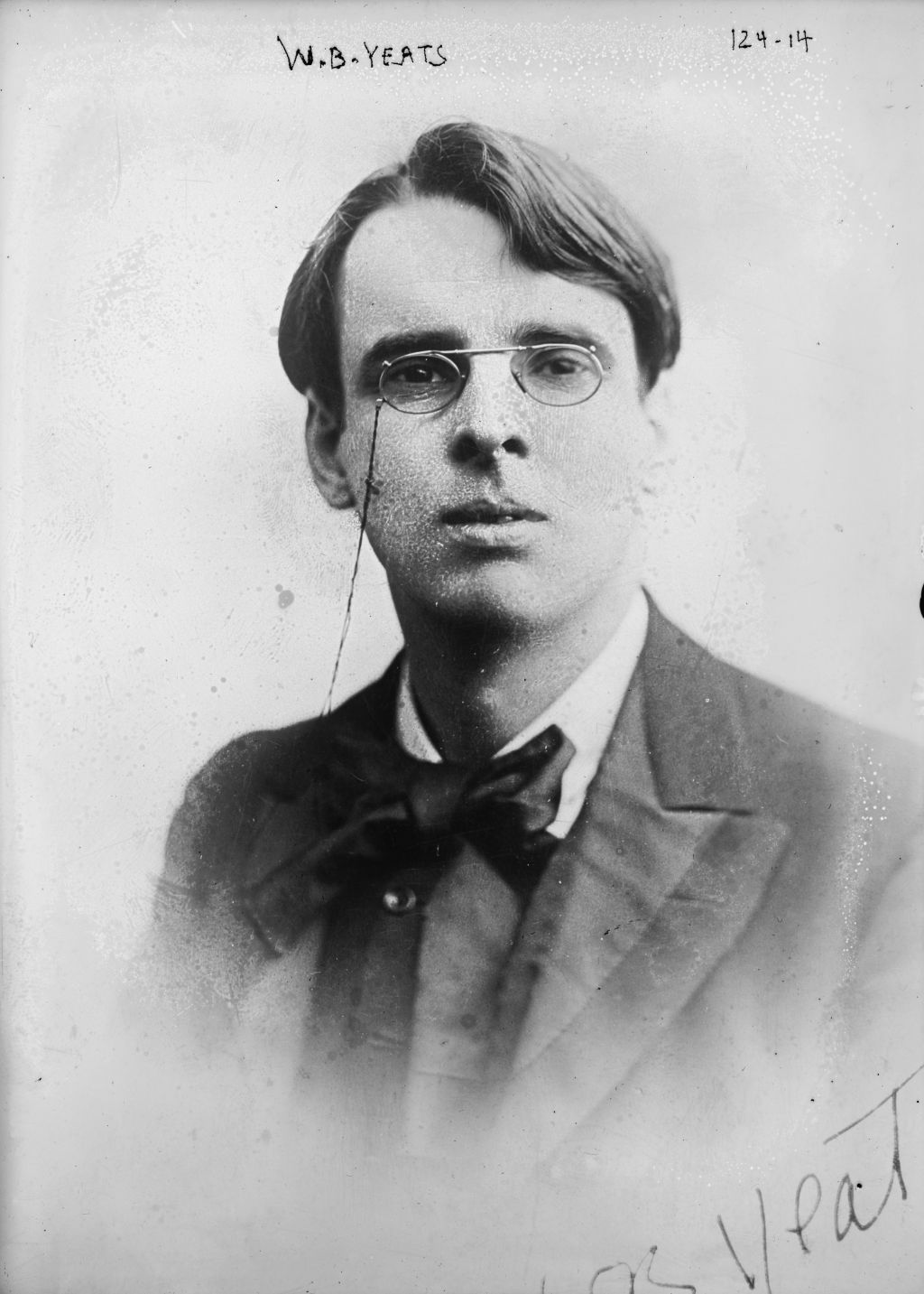 yeats byzantium analysis Sailing to byzantium is a poem by william butler yeats, first published in 1928 it uses a journey to constantinople (byzantium) as a metaphor for a.