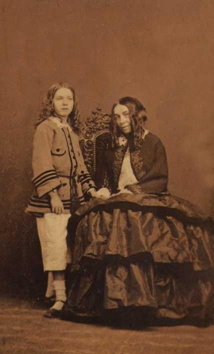 elizabeth barrett browning essay This essay examines elizabeth barrett browning's 1843 campaigning poem, 'the cry of the children' in so doing, it considers browning's poetic form and.