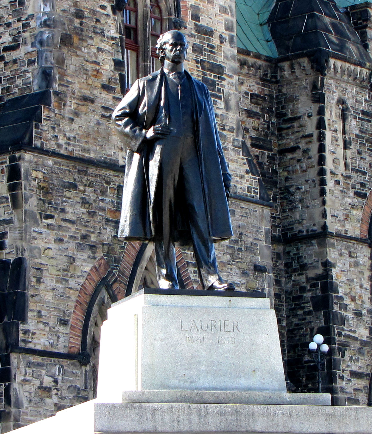 "evaluation of sir wilfrid laurier essay ""all the signs point this way,"" sir wilfrid laurier told an adoring crowd at toronto's  massey hall on 14 october 1904: ""the 20th century shall be."