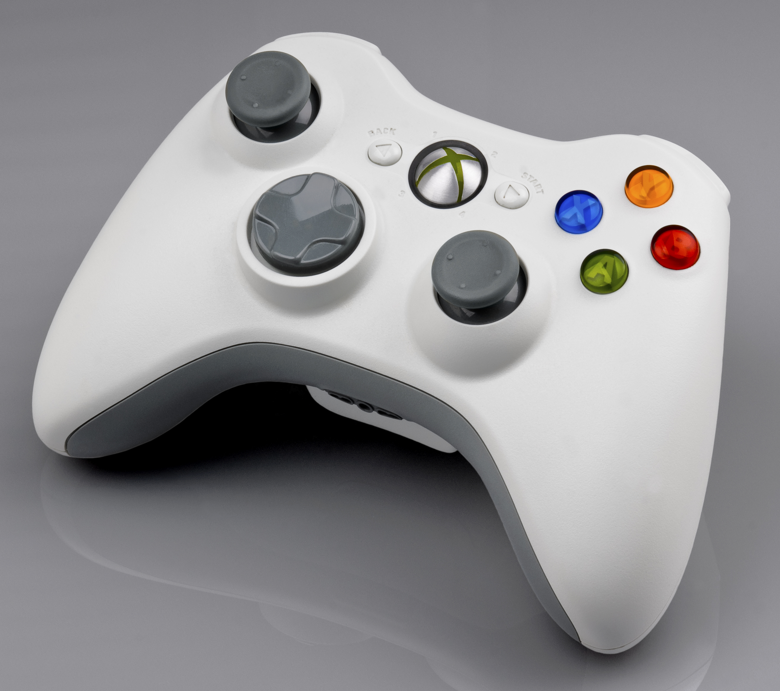 a compare and contrast essay on wii and xbox writework english the xbox 360 wireless controller in white