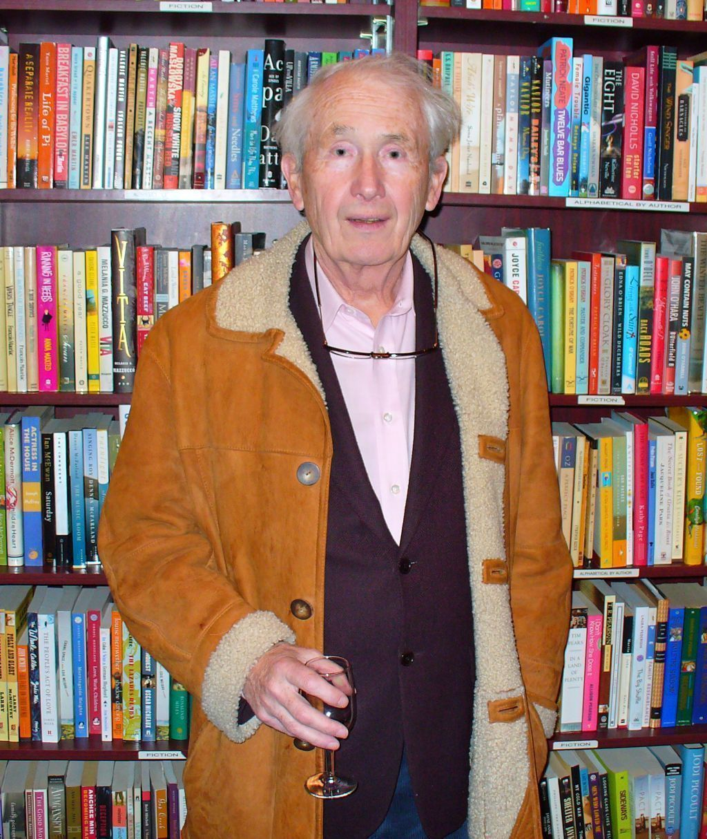 frank mccourt essay tis Frank mccourt was born in new york in a 1997 new york times essay, mccourt wrote about his experiences teaching immigrant mccourt also authored 'tis.