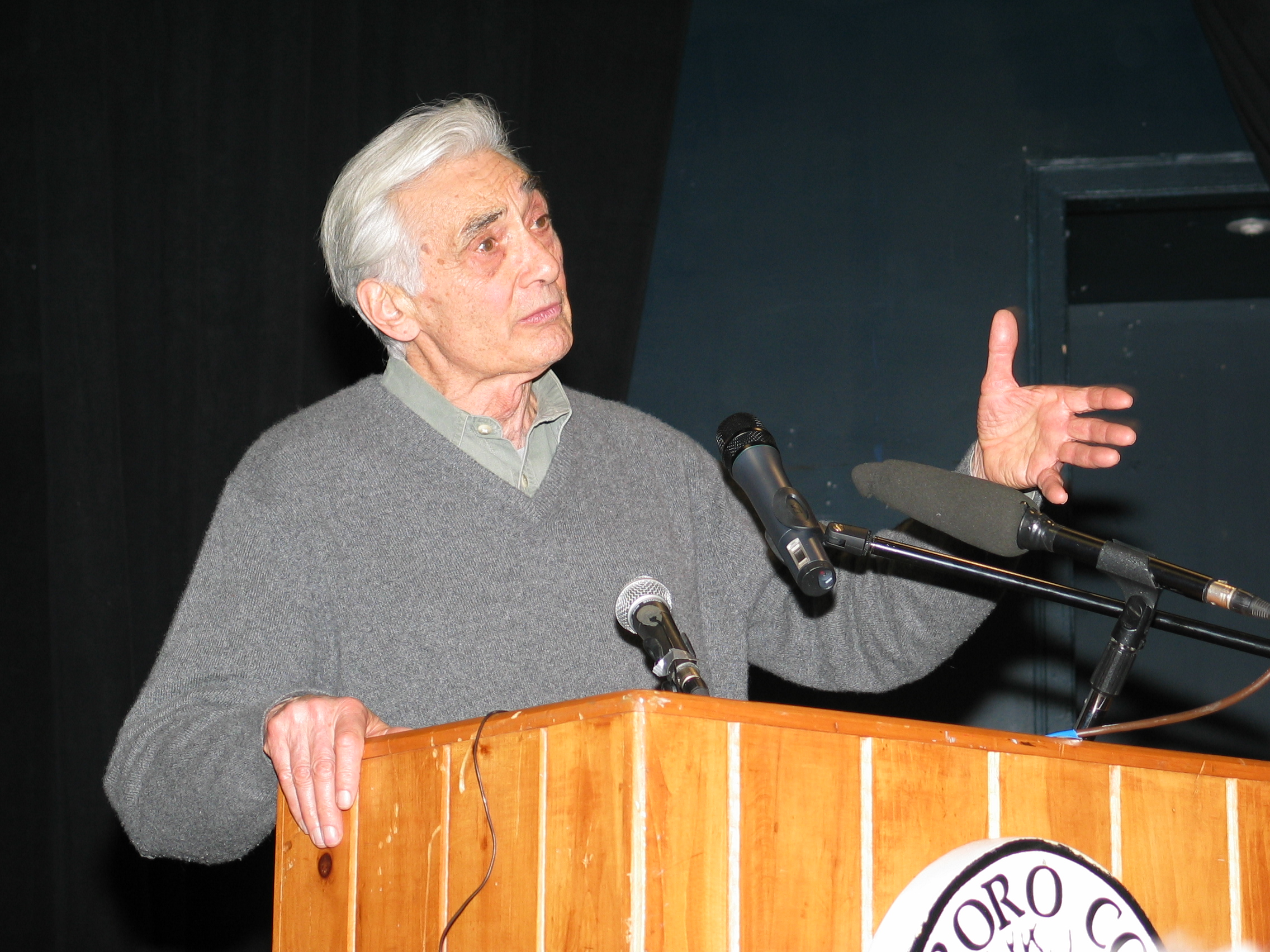 howard zinn thesis The united states government's support of slavery was based on an overpowering practicality in 1790, a thousand tons of cotton were being produced every year in the south by 1860, it was a million tons in the same period, 500,000 slaves grew to 4 million a system harried by slave rebellions and conspiracies (gabriel.