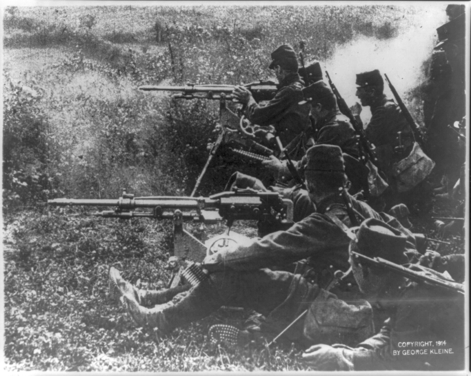 the role of machine guns in the first world war essay Sweeping maneuvers exposed the cavalry and infantry to the killing power of modern weapons modern weapons, especially artillery and machine guns as well as accurate rapid-fire rifles proved devastating, especially when used against the tactics field commanders employed in the initial phases of the war.
