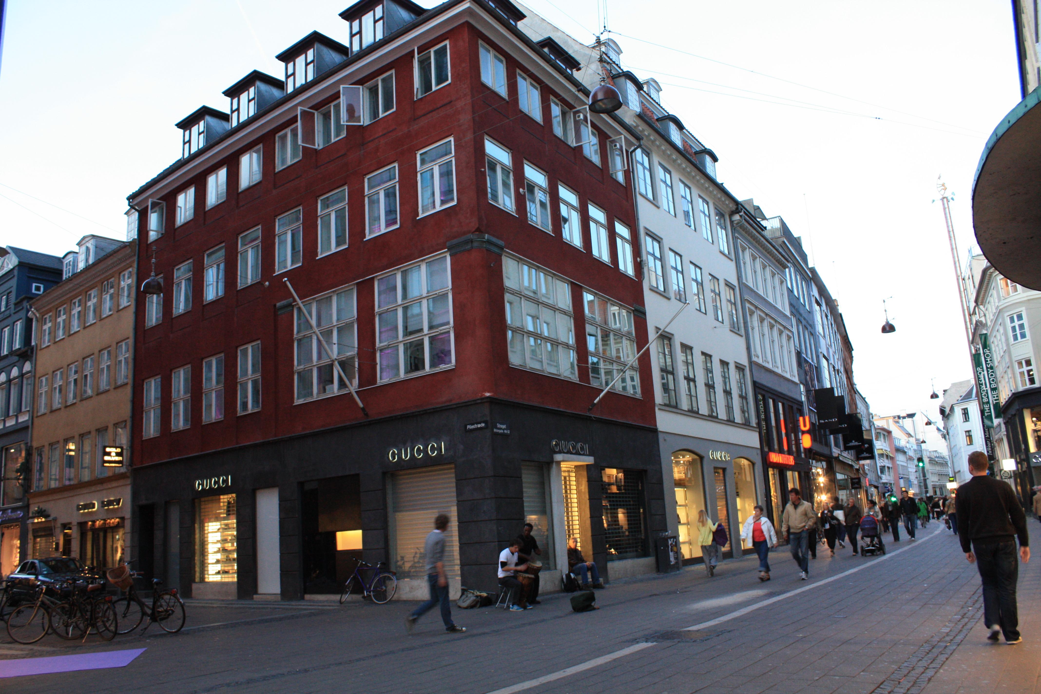Gucci global luxury goods essay analysis gucci global prov